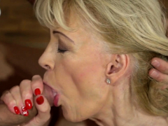 Horny gilf takes pop-shot