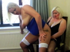 Girl/girl Romp With GILF