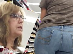GILF Still Got Some Jummy Ass! (PAWG)
