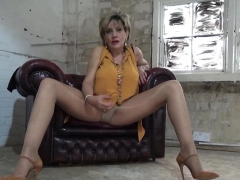 Wank off guidelines from beautiful Lady Sonia