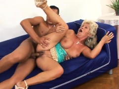 Granny knows her way around a manmeat