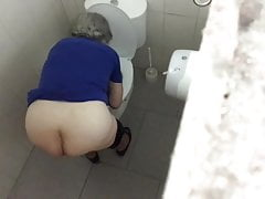 Granny With Great Donk Spied on WC - PT