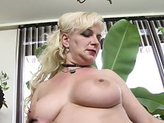 Chubby mature wife feeding her pussy