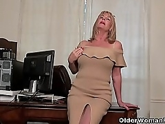 Old milf Karen Summer peels missing a pair of pantyhose and rubs her unshaven pussy. Bonus video: American granny Phoenix Skye.