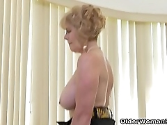 Depraved granny Phoenix Skye non-native the USA peels off her nylon pantyhose
