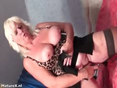 Mature virago gets horny dildo screwing part2