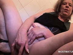 Mature blonde prostitute fucking myself unfathomable cavity in the air two fingers