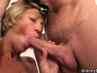 Guy drills adult pussy after wild border
