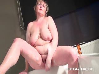 Mature complain masturbates quim in bathtub
