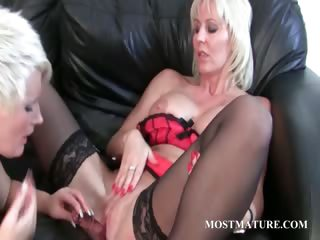 MILF enjoys her full-grown twat obtain dildoed