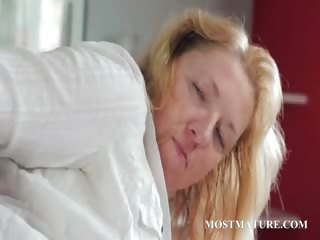 Comme �a horny MILF rubs pussy on a easy chair