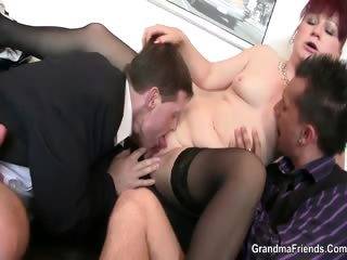 Mature meeting strumpet enjoys yoke cocks