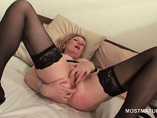 Blonde mature in hot botheration masturbating pussy with fingers
