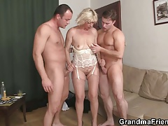 Hot 3some fucking with old superslut