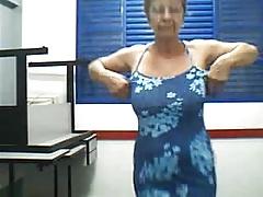 Grandmother dance e strip
