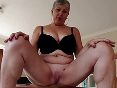 Amateur real mature mother with thirsty twat