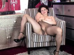 Horny  knows how to fuck her pussy.