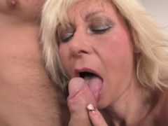 Blonde chick gets her old cooch stuffed