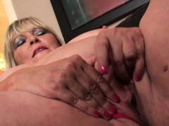 Fat british grandma masturbating and demonstrating off