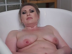 mature mom fingering coochie in bathtub
