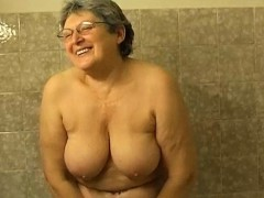 OmaPasS Fur covered Granny Shower Getting off