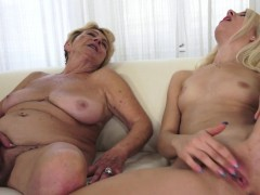 Hairy granny pussylicked by mouth-watering g/g