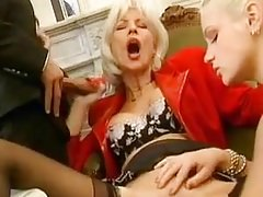 FRENCH MATURE EVA Deep throating DICK AND GET FISTED